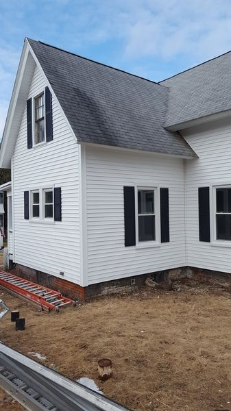 Before & After White Vinyl Siding in Brookfield, MA (5)